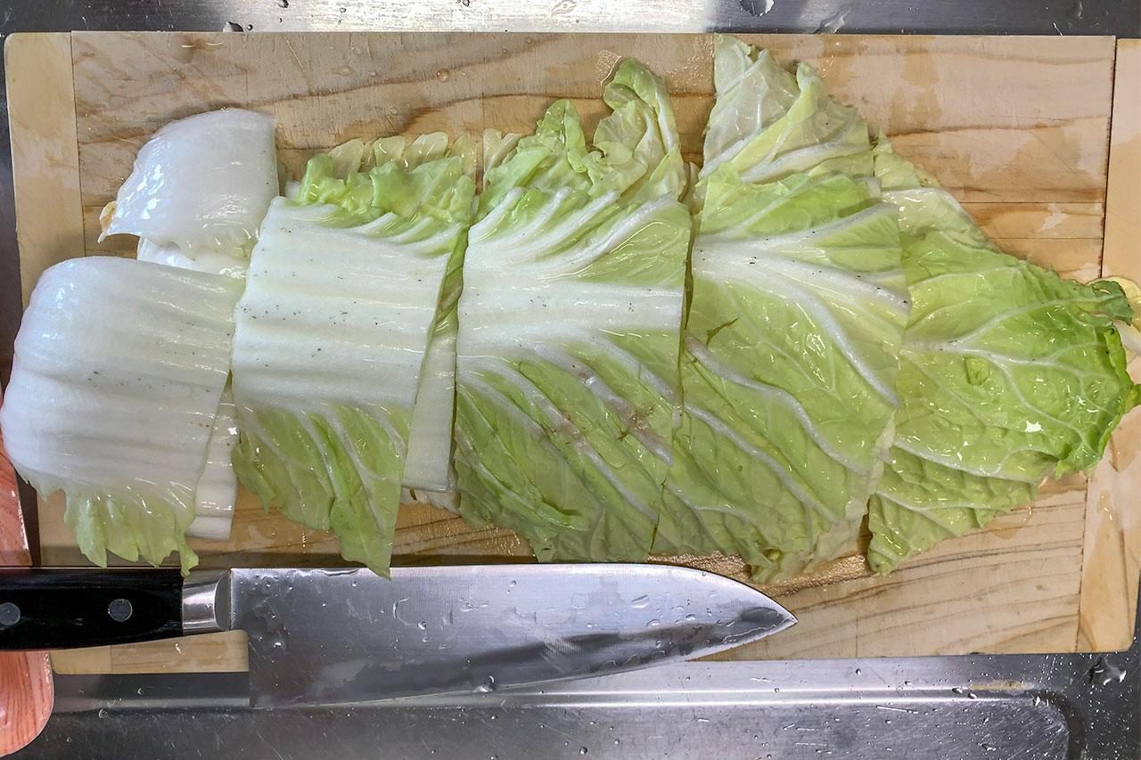 1.白菜をざく切りにする