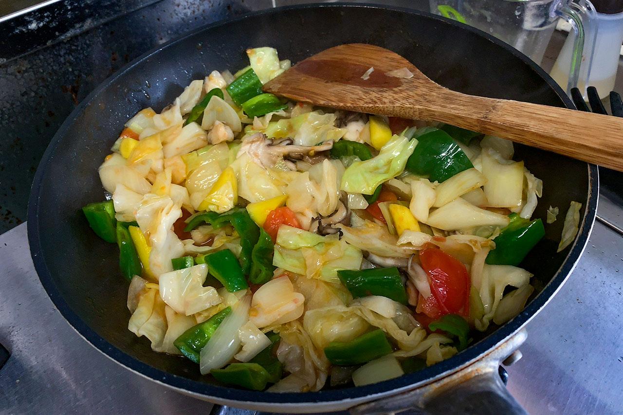 7.野菜がしなってきたら火を止める。